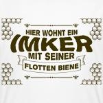 hier-wohnt-ein-imker-mit-seiner-flotten-biene-t-shirts-maenner-bio-t-shirt